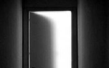 Oltre la porta