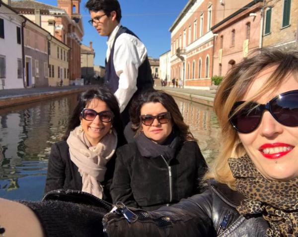 nella foto, Cristina Marra, Marilù Oliva e Barbara Baraldi in barca