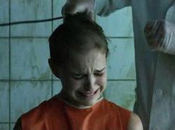 La detenuta Evey Hammond nel trailer di V for Vendetta