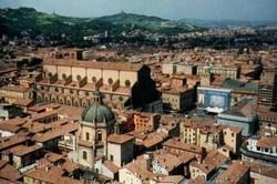 Bologna, sullo sfondo, i Colli.