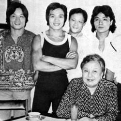 Da sinistra: Philip Kwok, Lo Meng, Chiang Sheng, Lu Feng e, seduto, il regista Chang Cheh