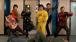 """I cinque """"Lucky Stars"""" in pose tratte dai cinque principali stili di kung fu"""