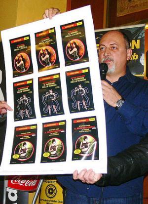 L'editor Franco Forte presenta la nuova veste grafica della collana. (Foto di Stefano Di Marino)