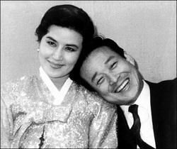 Shin Sang-ok con la moglie Choi Eun-hee